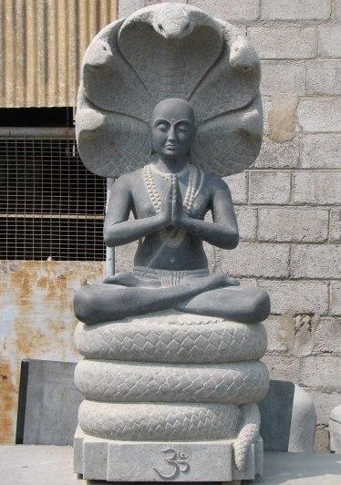 Tượng Patanjali và năm con rắn phía sau lưng